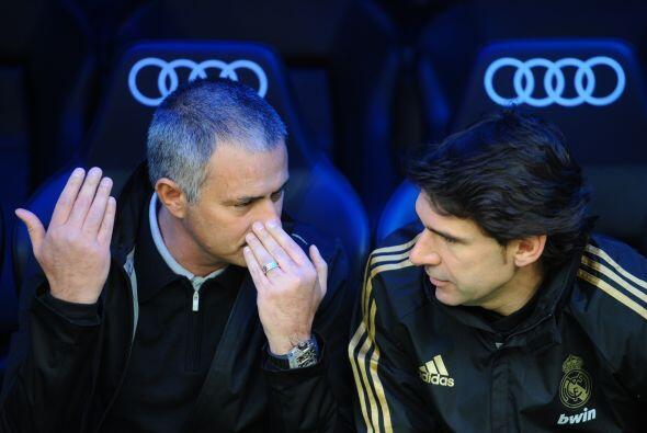 ¿Te has preguntado qué es lo que platican José Mourinho y su cuerpo técn...