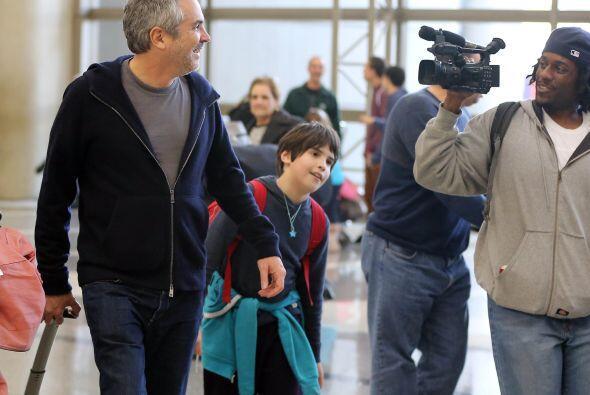 Las cámaras siguen a todos lados al famoso director.  Mira aquí los vide...