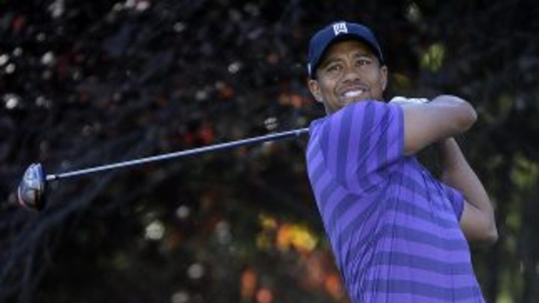 Woods perdió su ranking como número uno en octubre de 2010, posición que...