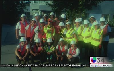 Se graduó el primer grupo de constructoras del metro en Los Angeles