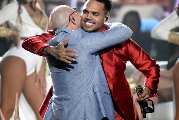 Chris y Pitbull cantaron el tema titulado 'Fun'.