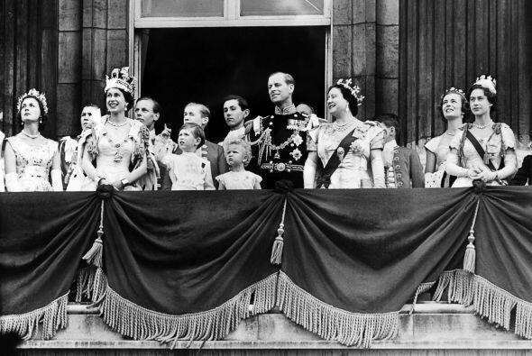 1947- Fue el año en que Isabel II contrajo matrimonio con Felipe, duque...