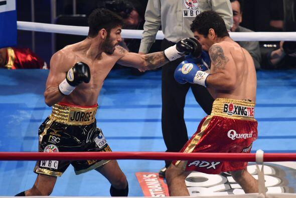 El jab de Jorge Linares mantuvo siempre a raya a Prieto.