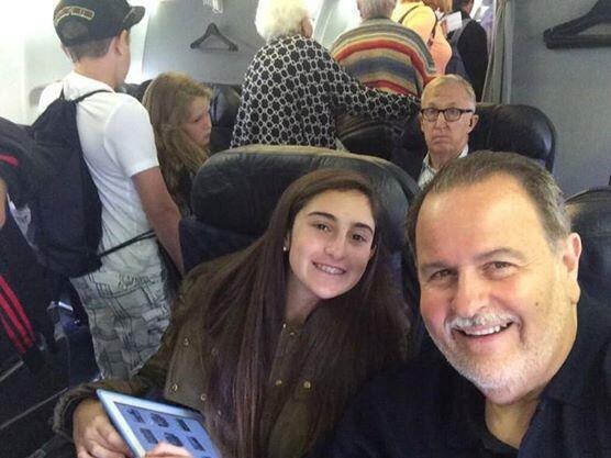 Desde que comenzaron el viaje, Raúl y Mía estaban muy contentos.