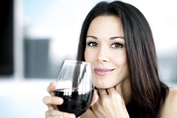 Bebe con moderación. Varias bebidas alcohólicas al día pueden colaborar...