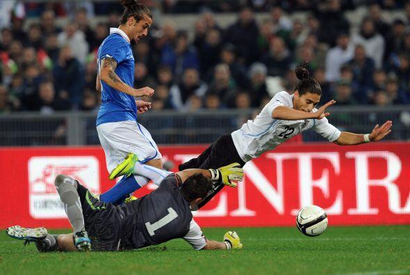 Y la defensa uruguaya  logró aguantar los 87 minutos restantes para el t...