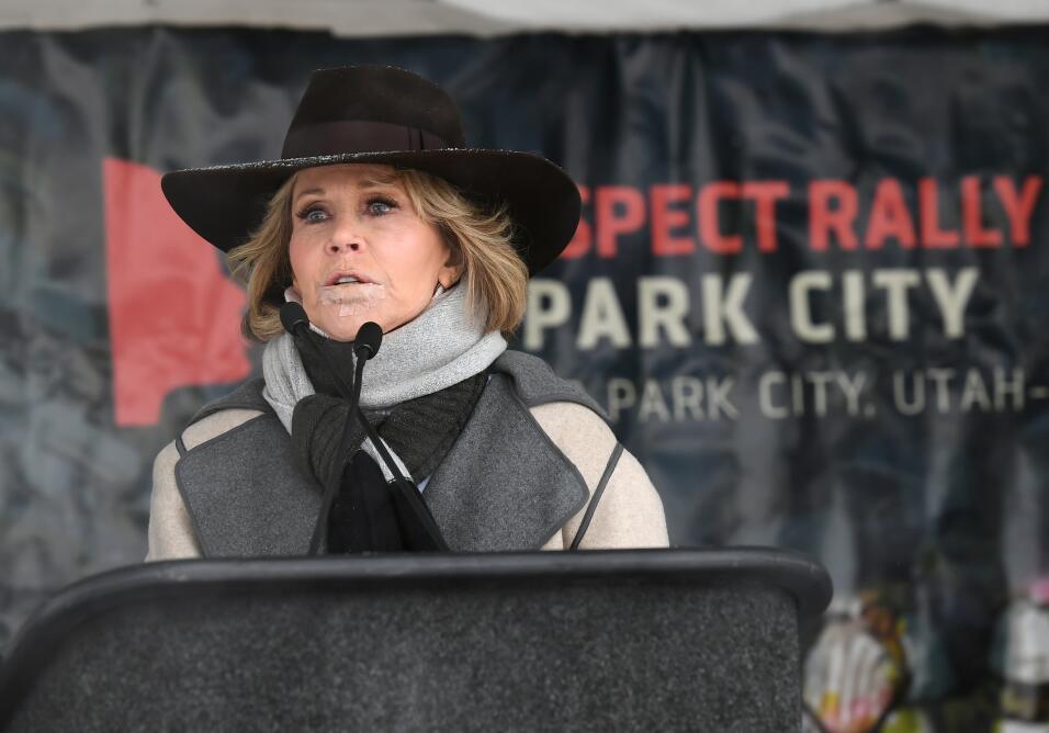 La actriz Jane Fonda da un discurso ante las asistentes a la Marcha de l...