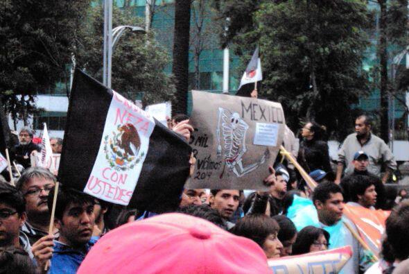 Las banderas negras se han popularizado en las marchas.