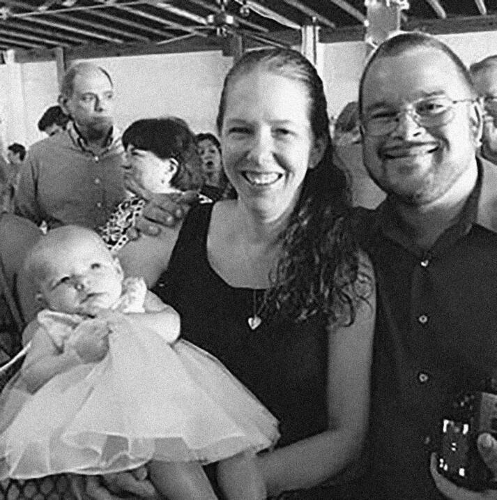 Marc Daniel Holcombe, de 36 años, murió en la iglesia. Era...
