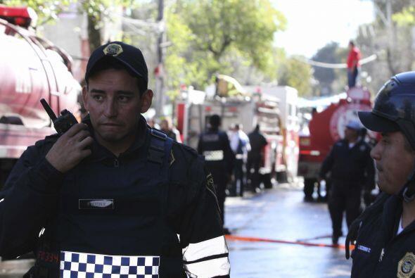 Varios cuerpos policiacos y de protección civil trabajan en la zona de C...