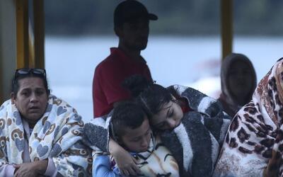 Sobrevivientes de naufragio de barco turístico en Guatapé, Colombia, señ...