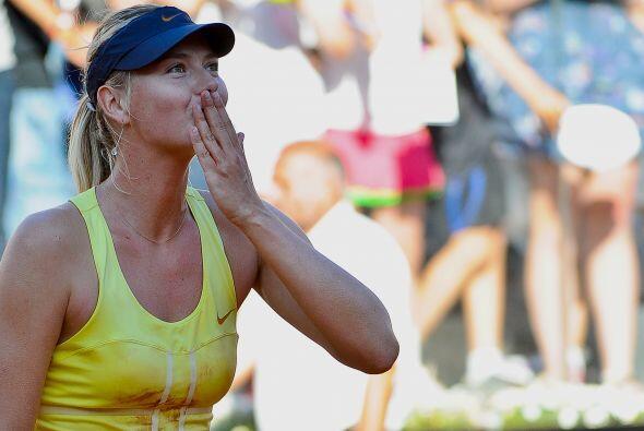El beso final de la ganadora, jugará la final ante Samantha Stosur.