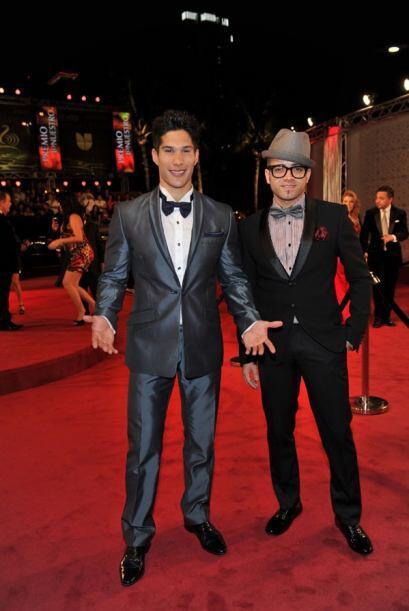 Los poetas del momento, Chino y Nacho, llegaron muy elegantes y guapísim...
