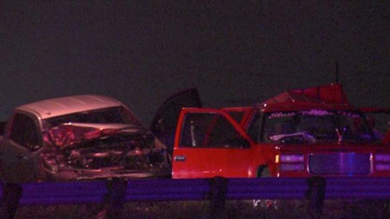 Una camioneta se estrelló contra una SUV en el Loop 410, dejando un homb...