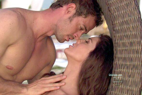 Jacqueline Bracamontes y William Levy casi se fundían con estas e...