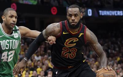 LeBron James consiguió 44 puntos en la victoria de los Cavaliers...