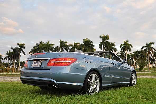 El Mercedes-Benz Clase E550 Convertible completa la familia E del sedán,...