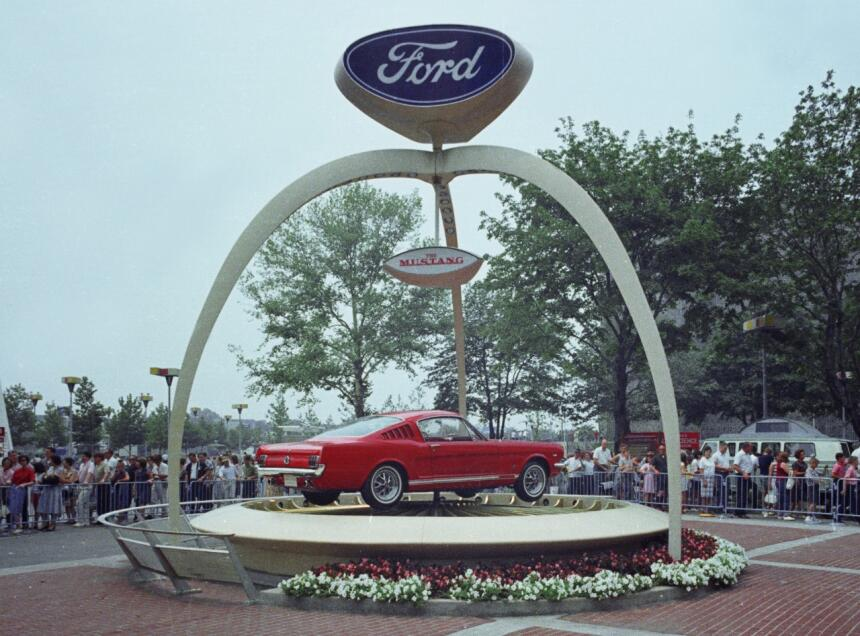 Medio siglo del Ford Mustang Fastback 1964_Worlds_Fair_Ford_Exhibit_1965...
