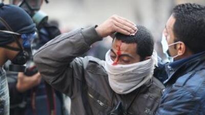 Los enfrentamientos que comenzaron el sábado en El Cairo y en varias otr...