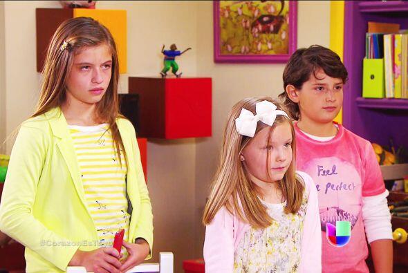Alicia no te deja de seguir al igual que Sebastián. ¡Ayy Luz! Es una pen...