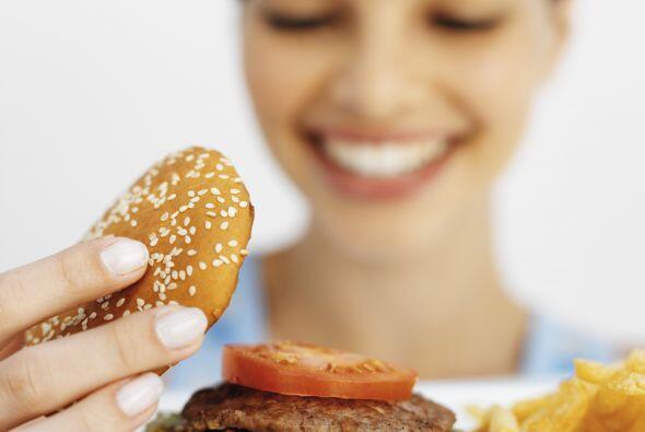 Come: un cuerpo sin comida es un motor sin gasolina, no funciona. Estóma...