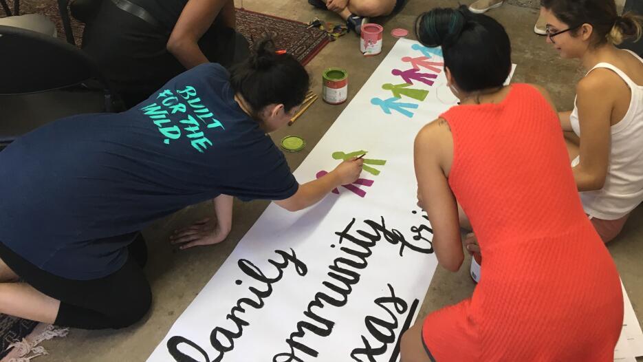Quinceañeras protestan contra la SB4
