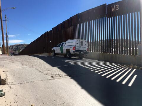 Muro fronterizo en Nogales, Arizona