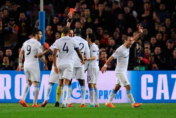 El argentino Pablo Zabaleta vio la doble amonestación y se ganó una expu...