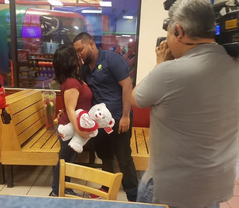 El Turky celebra el amor con radioescuchas en Houston  20170214_060922.jpg