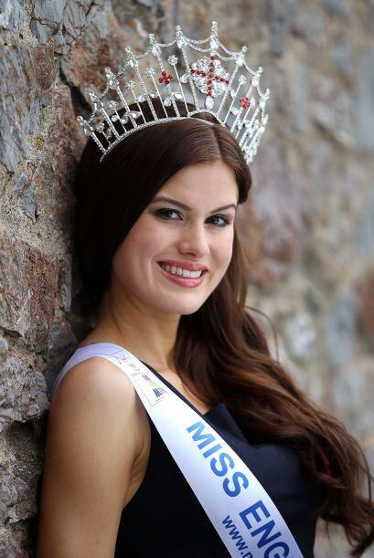 Esta belleza se coronó como Miss Inglaterra 2014. Tiene 24 años de edad,...