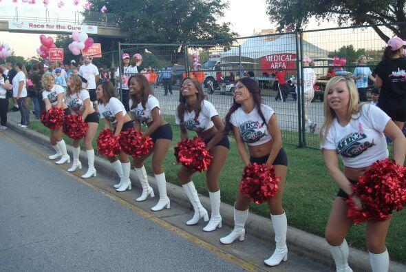Las porristas de los Texans también le echaron porras a quienes particip...
