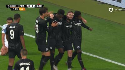 ¡GOOOL! Danny da Costa anota para Eintracht Frankfurt