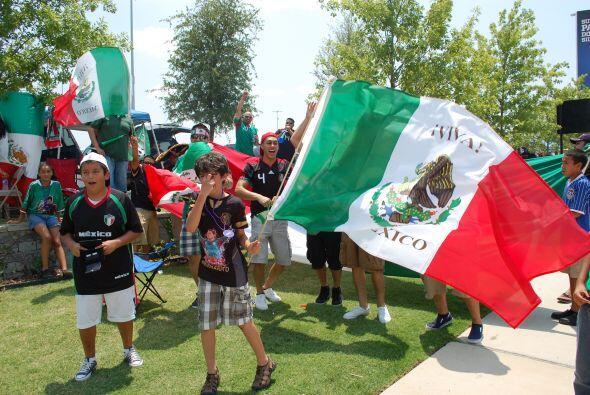 Las banderas comenzaron a ondear en las inmediaciones del coloso anuncia...