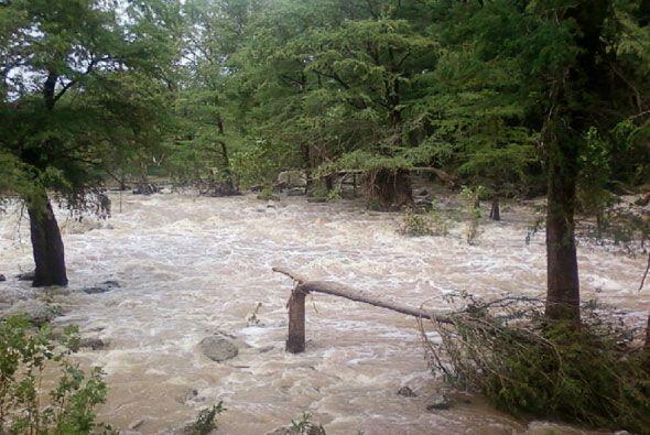 En San Antonio, el río Guadalupe creció con las lluvias que trajo la tor...