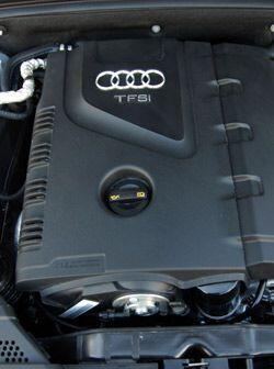 El A4 Avant está equipado con un motor turbo de 2.0 litros e inyección d...