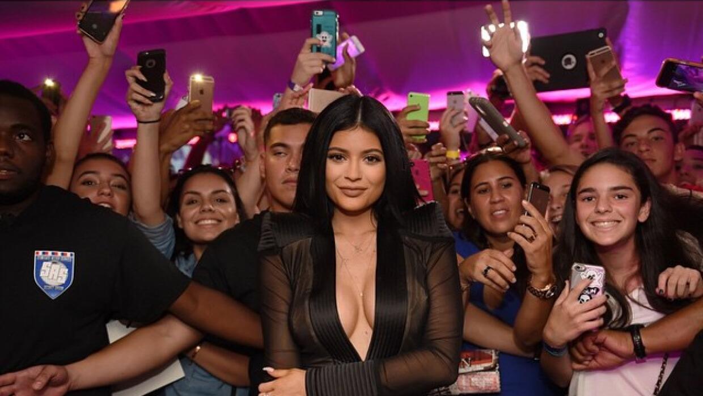 Kylie mostrando escotazo hace un par de semanas.