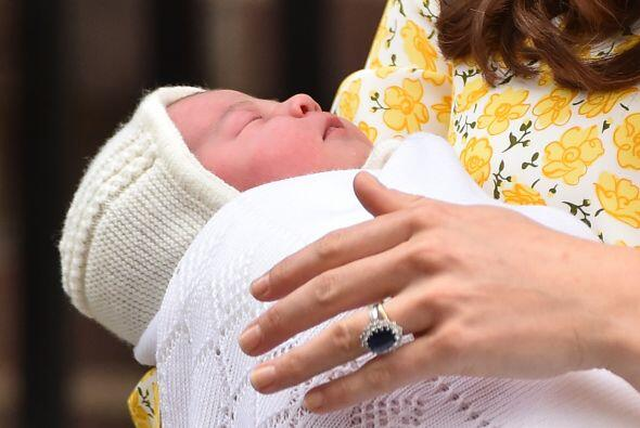 ¡La recién nacida realmente lo está manteniendo despierto!