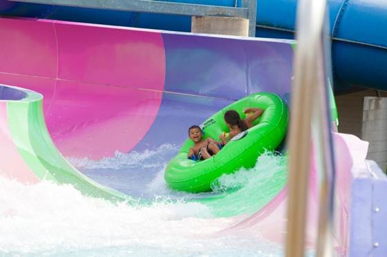 Magic Waters Waterpark se encuentra en el 7820 CherryVale North Blvd., C...