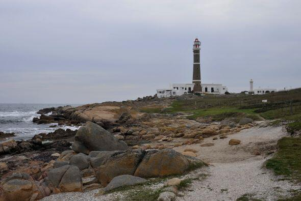 Esta costa tiene, por lo general, un clima variable que a menudo azota c...