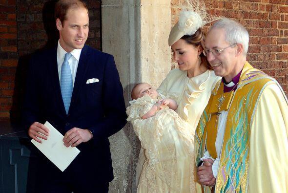 William, segundo en la línea de sucesión al trono, estuvo muy amoroso y...