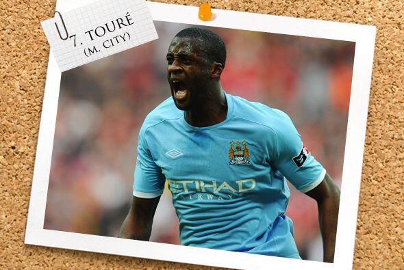 El marfileño Yaya Touré también está en la mitad de la cancha de nuestro...