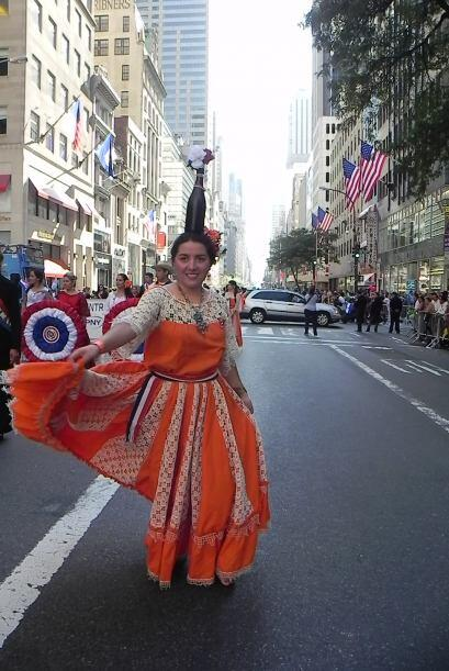 Familias hispanas desfilan por la 5ta Avenida 8ed57c2899174c1080561af6d9...