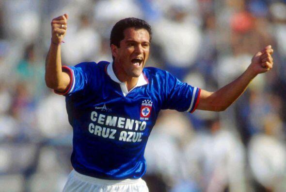 Carlos Hermosillo, un goleador histórico que aunque inició su carrera en...