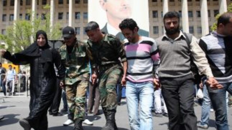 Miles de sirios salieron el viernes a las calles para sumarse a las prot...