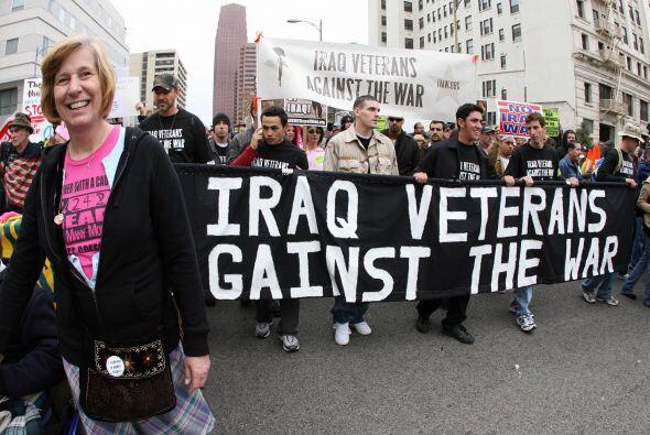 En Estados Unidos, la madre de un soldado muerto en combate en Irak, Cin...