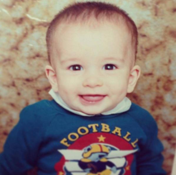 Nació en Medellín, Colombia un 15 de octubre de 1994.