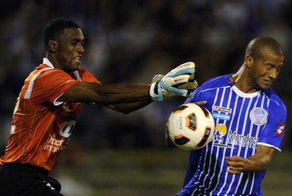 El portero de la visita, Alexander Domínguez, fue figura de Liga, en esp...