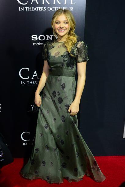 Chloe Grace Moretz optó por un elegante vestido verde, ella es la protag...