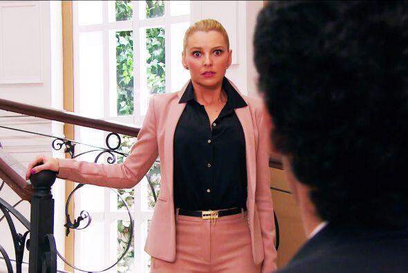 Esas miraditas te delatan Sofía. ¿Será que estás sintiendo algo más por...