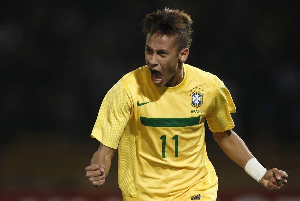 La nueva estrella del fútbol 'carioca', Neymar, marcó 2 goles ante Ecuad...